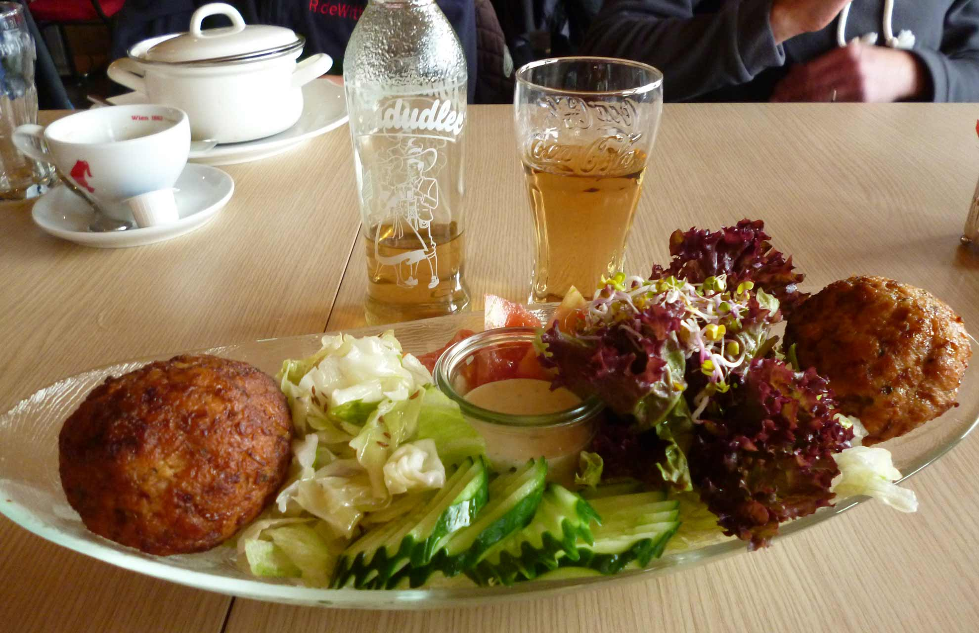 Taste-traditional-food-home